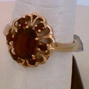 10K Yellow Gold Garnet Stone Fashion Ring 3.3 Gram